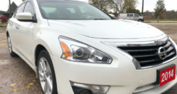 2014 Nissan Altima/Navigation/Leather heated Seats/Certified